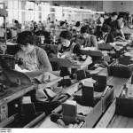 Bundesarchiv Bild 183 80093 0001 VEB Kleiderwerke Diamant Plankontrolle 150x150 - Unteilbarkeit